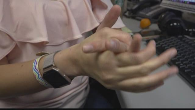 VERIFY: Does Popping Your Knuckles Cause Arthritis?